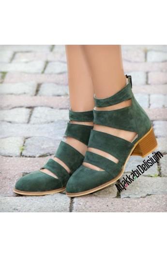 کفش پاشنه دار و ساقدار زنانه