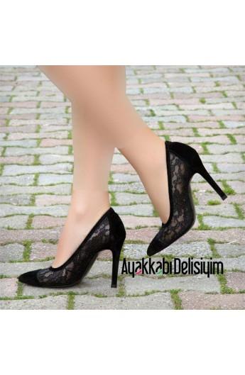 کفش طرحدار و پاشنه دار زنانه