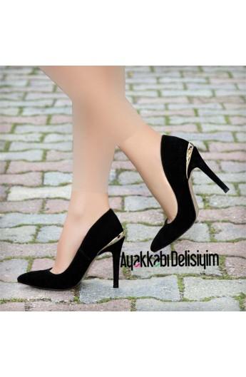 کفش پاشنه دار و جیر زنانه