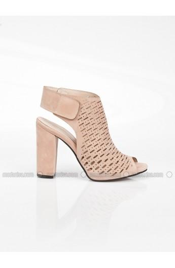 کفش پاشنه دار مدل دار زنانه