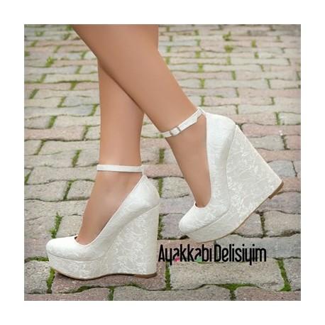 کفش پاشنه دار سفید