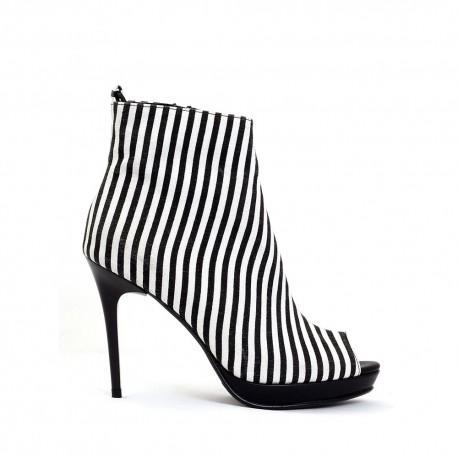 کفش مشکی طرحدار