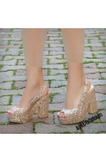 کفش طرحدار پاشنه بلند زنانه