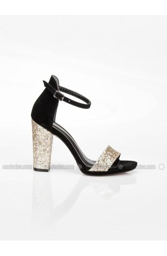 کفش پاشنه دار طلایی زنانه