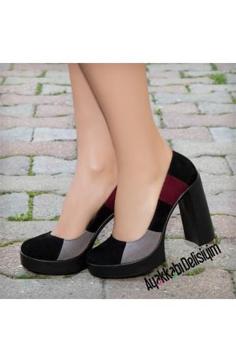کفش پاشنه دار طرحدار زنانه